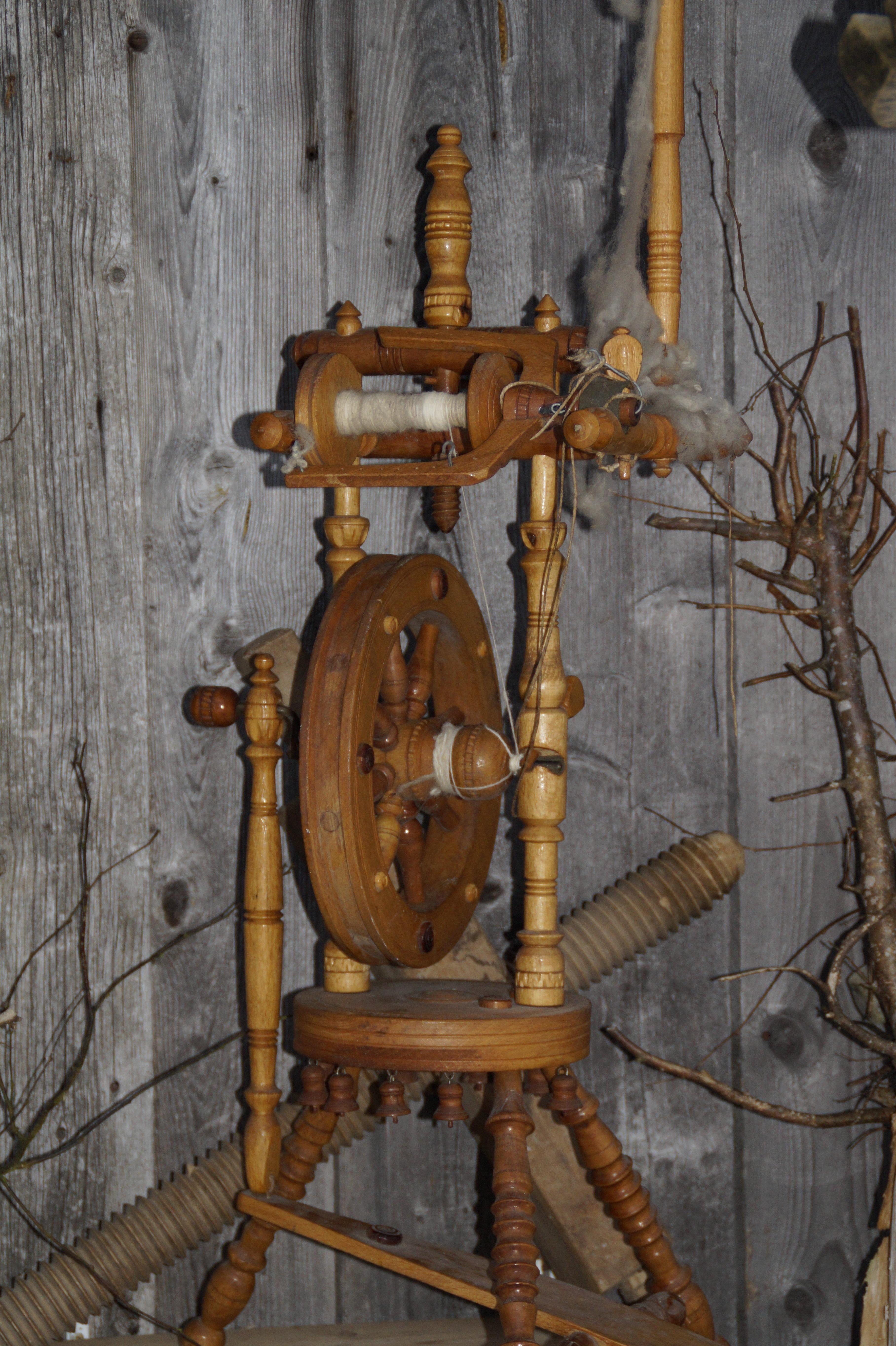 Old Spinning Wheel Free Image