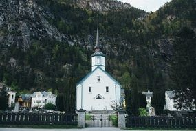 White church in front of mountains