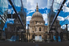 st pauls cathedral between modern building