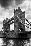 tower bridge river london black and white