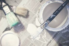 paint brushes bucket can