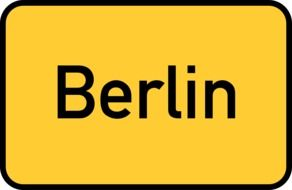 berlin yellow town sign