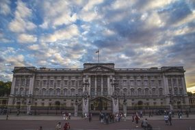 buckingham palace clouds sky day view