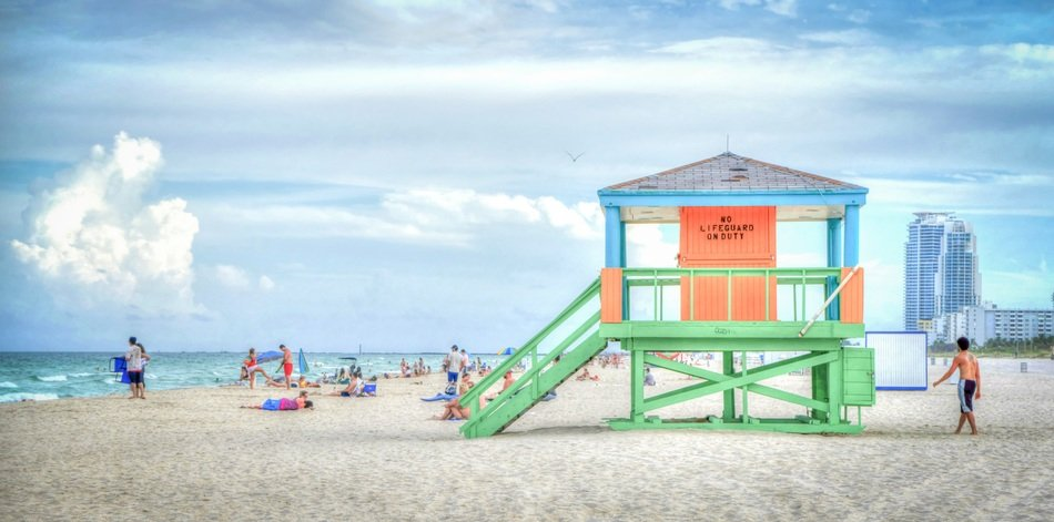 lifeguard house on florida white sand beach
