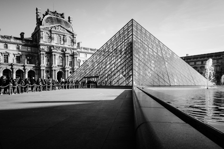 louvre pyramid glass