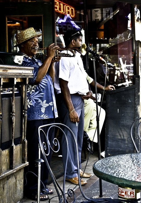 dark skin man paying trumpet, street performance