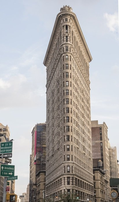 A building in the form of an flatiron in Manhattan