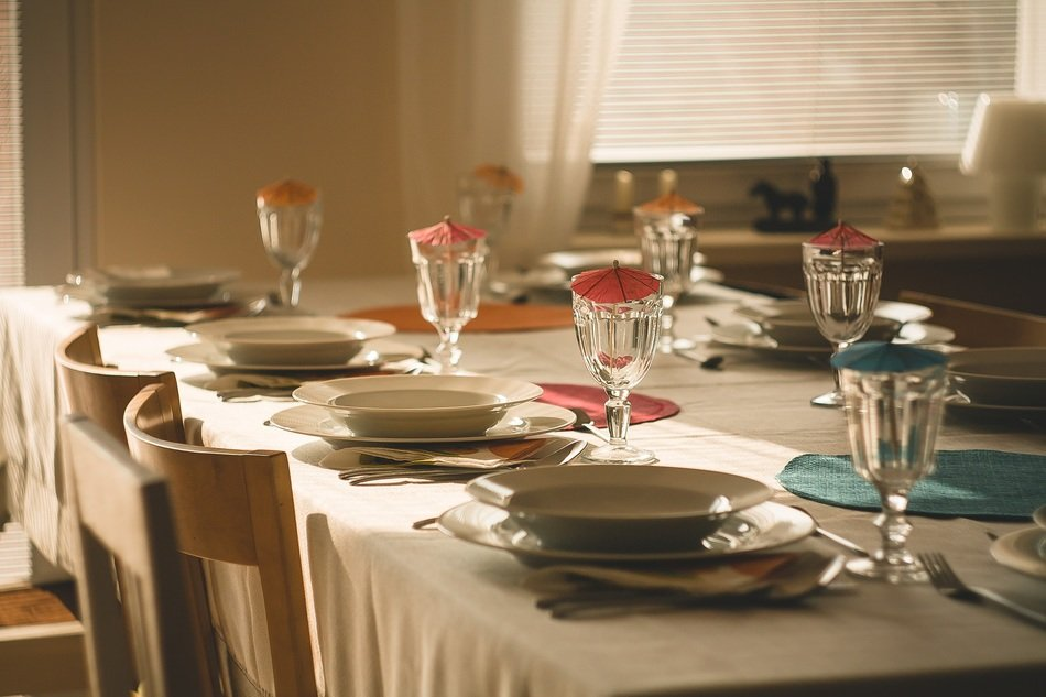 table setting for everyday dinner