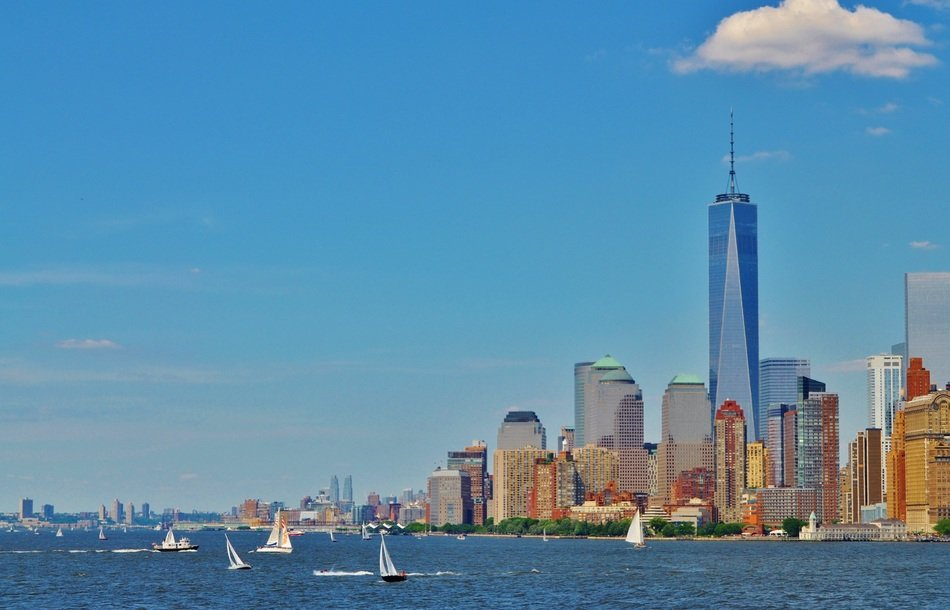 sailing boats on water at brooklyn skyline, usa, manhattan, new york city