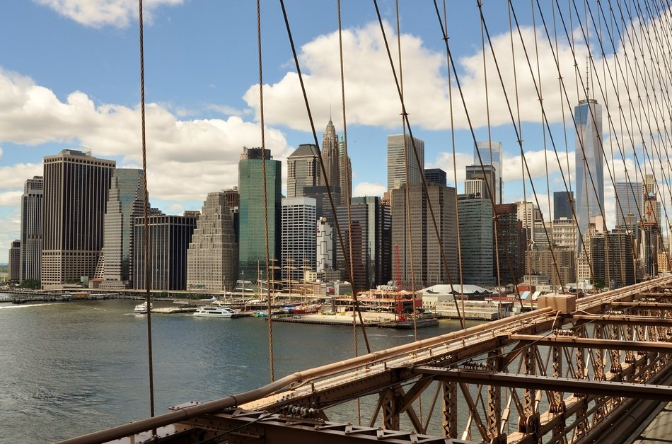 one of the oldest suspension bridges in the United States bridge manhattan brooklyn