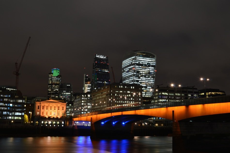 london bridge night city river united kingom