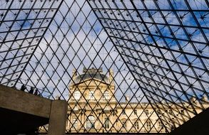paris louvre pyramid glass