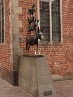 bremen town musicians, Bronze statue at the town hall, germany