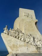 Padrão dos descobrimentos on a blue background