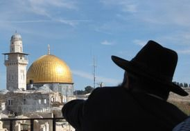 Rabbi indicates in the Dome of the Rock, Jerusalem