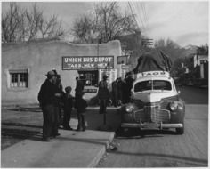 photo of 1941 people and taxis in New Mexico