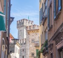 Architecture of medieval Europe, Lombardy