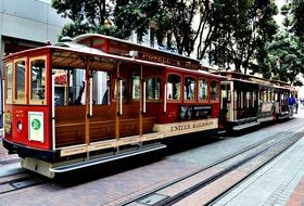 touristiccable car in san francisco