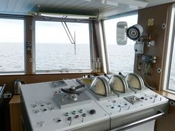 ship bridge cruise control