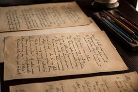 old handwritten letters l