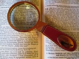 read magnifying glass