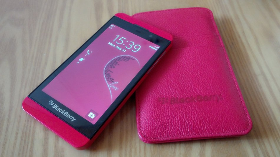 smartphone blackberry in pink case