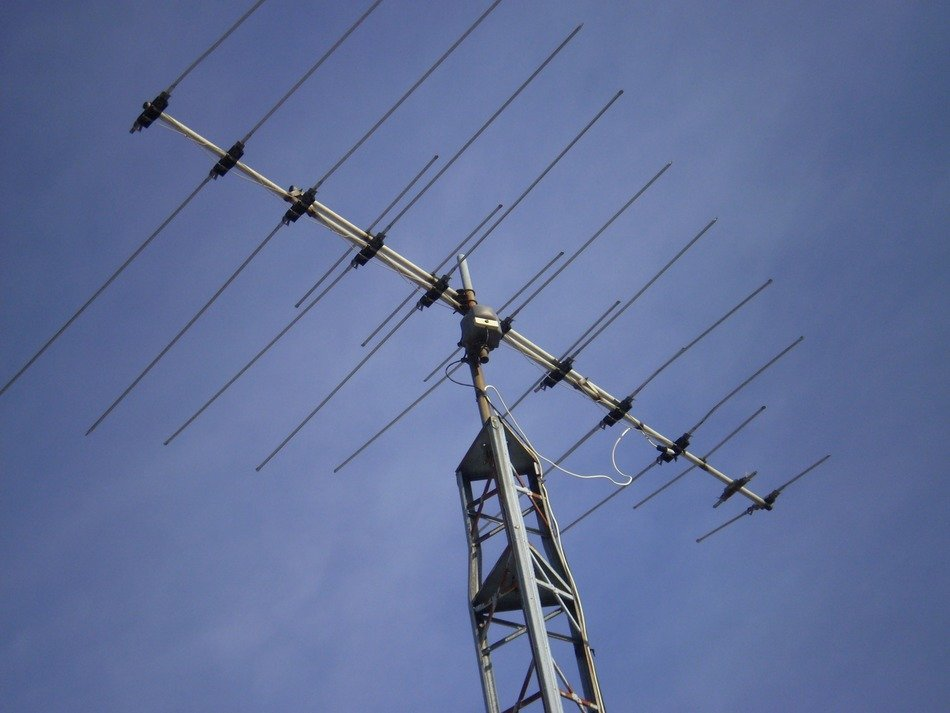 retro antenna for receiving a signal
