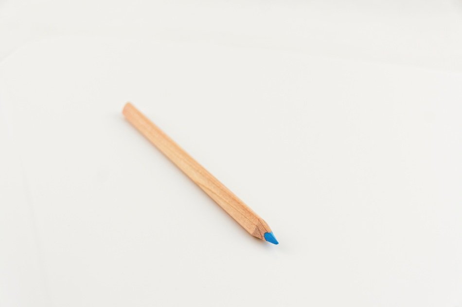 blue colored pencil