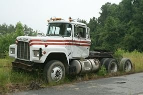 picture of the R Model Mack Truck