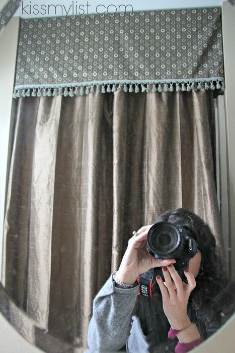 photographer takes pictures through the mirror