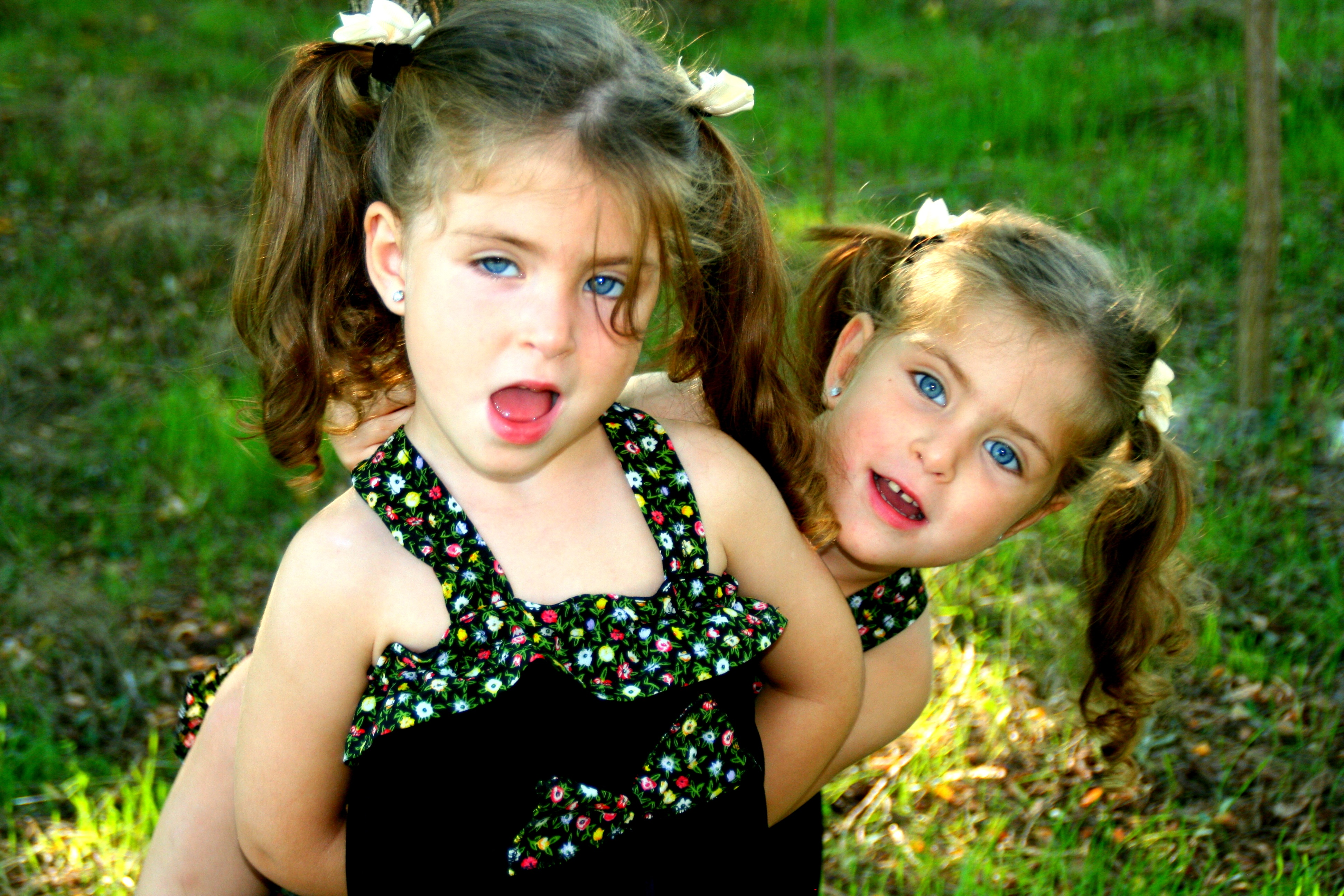 Funny twin sisters free image download