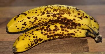 ripe bananas in dark spots