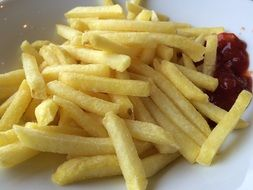 fried french fries with sauce