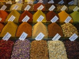 dainty spices
