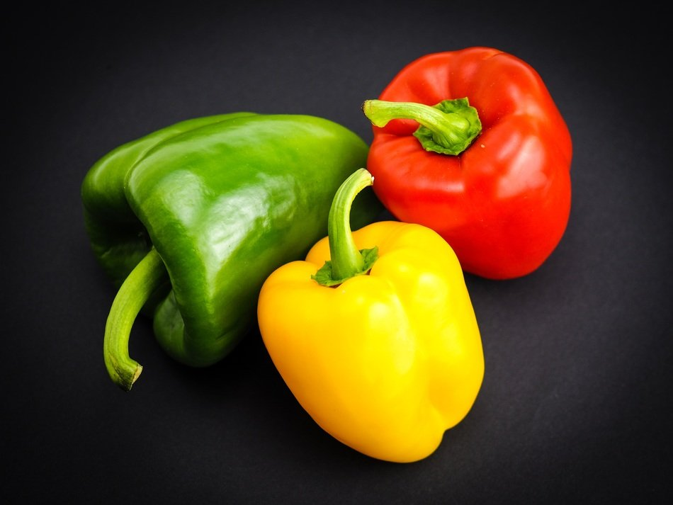 red green yellow paprika vegetables