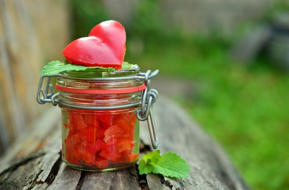 paprika cut in glass jar with a pepper heart on the top