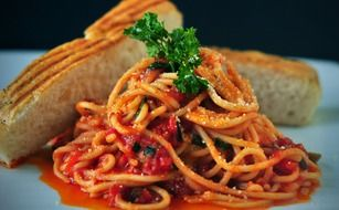 spaghetti with tomato sauce and white bread