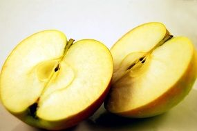 juicy green sliced ​​apple