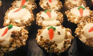 carrot cupcakes cream cheese frosting