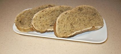 sliced bread with oregano