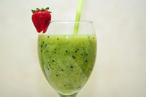 smoothies of kiwi in glass