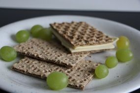 cheese crispbread and grapes