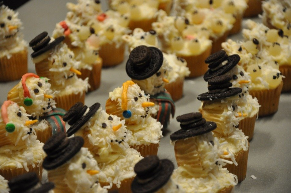 cupcakes in the form of snowmen