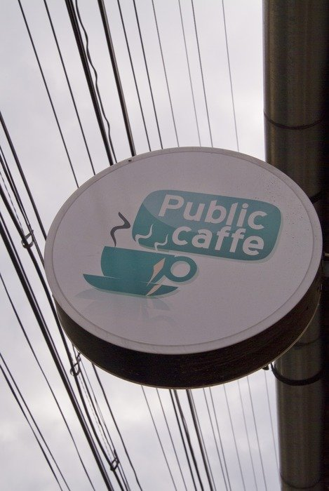 Round sign with a cup of coffee