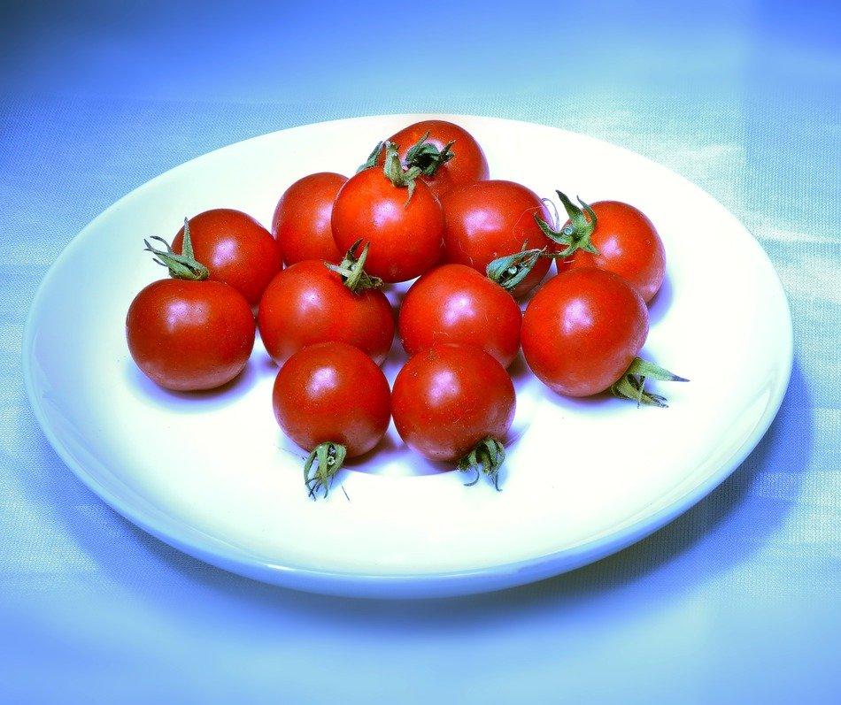 Red tomatoes in a plate