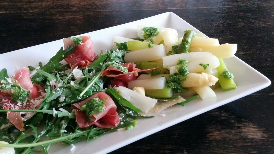 salad with asparagus and parmesan