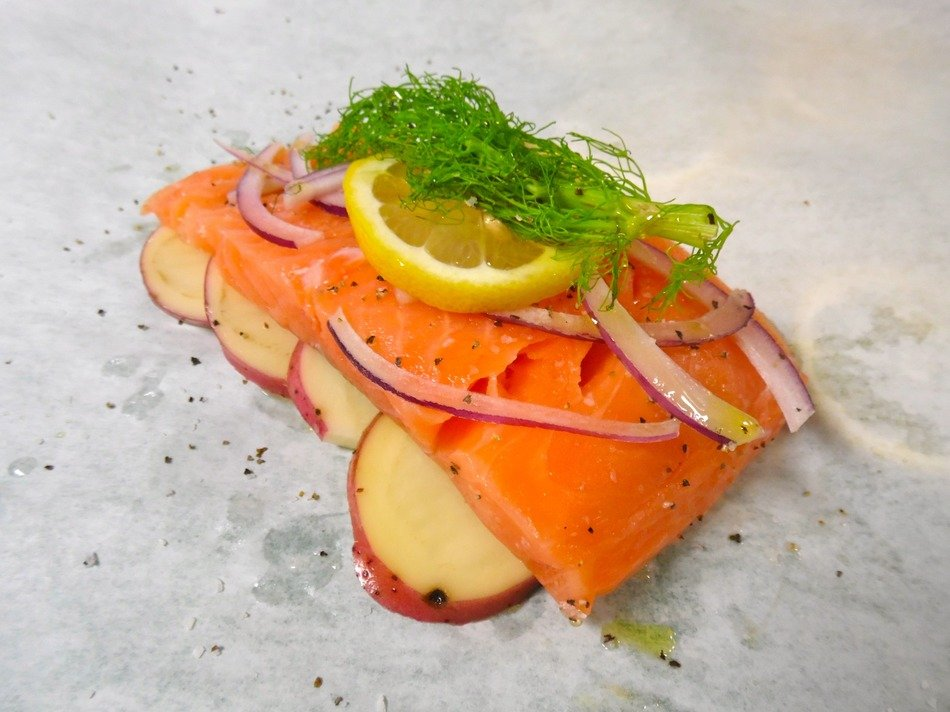 salmon with lemon in papillote
