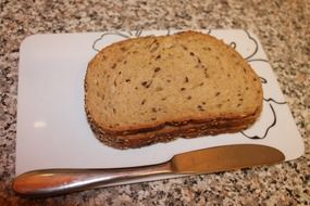 grain bread and a knife on a plate