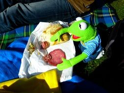 toy kermit frog eat
