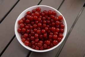 red currants berries in a bowl